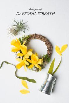 DIY paper Daffodil wreath