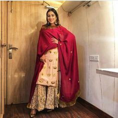 25 ideas wedding guest outfit elegant for 2019 Indian Fashion Dresses, Dress Indian Style, Pakistani Dresses, Fashion Outfits, Women's Fashion, Classy Fashion, Indian Wedding Outfits, Indian Outfits, Indian Weddings