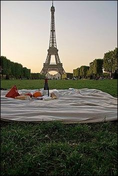 Their very first date was a romantic picnic at the Eiffel Tower. For their 50th anniversary, I want that magical first date to be recreated.  #ANRpicnic #AuntNellies #READsalads
