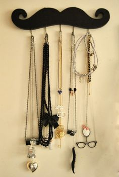 (mustache,jewelry,necklace,mickey,mirror,bow,cage)