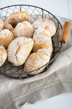 Fast spelled rolls - All About Baking Buns, Bread Baking, Good Food, Yummy Food, Party Finger Foods, Vegan Bread, Bread Bun, Vegetable Drinks, Pampered Chef