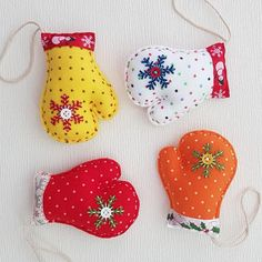 Put something in so crunchy/make soft/makes a noise like squeaks Christmas Tree Toy, Christmas Gift Decorations, Beaded Christmas Ornaments, Christmas Gift For You, Felt Ornaments, Christmas Balls, Christmas Projects, Christmas Stockings, Felt Gifts