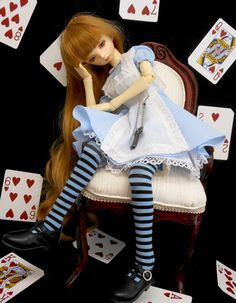 https://flic.kr/p/Vfbdgs | Alice in Wonderland | Mi pequeña Nagusame transformada en Alicia. Con la butaca hecha por mi que podéis encontrar en mi tienta de etsy Cheli´s Wood: www.etsy.com/es/shop/ChelisWood?ref=seller-platform-mcnav