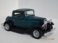 Carro colección Ford 3 Window Coupe 1932 color Verde. #RegalosParaEllos #RegalosNavidad2013