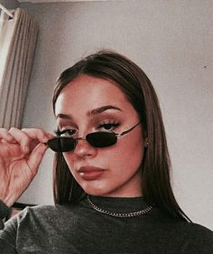 Improve makeup with these aesthetic natural makeup Image# 5077 Retro Aesthetic, Aesthetic Photo, Aesthetic Girl, Aesthetic Pictures, Glasses Outfit, Cool Glasses, Selfie Poses, Poses For Photos, Girl Photography Poses