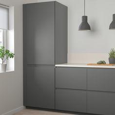95 Luxury Large Modern White Kitchen with White Cabinets Ideas - HomeCNB Kitchen Doors, Kitchen Shelves, Ikea Kitchen Cabinets, Grey Ikea Kitchen, Dark Grey Kitchen, Kitchen Countertops, Voxtorp Ikea, Vintage Regal, Deco Studio