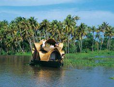 Hausboot in den Backwaters in Kerala, Indien.