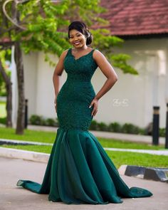 Lovely bride 💚💚💚 Linda Dress Make up Hair fabric Photography African Bridesmaid Dresses, African Wedding Attire, African Lace Dresses, African Dresses For Women, African Traditional Wedding Dress, Fancy Wedding Dresses, Party Dresses, African Print Dress Designs, Dinner Gowns
