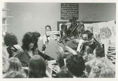 The Ramones singning records, 1978