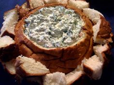 Sweet Tea and Cornbread: Spinach Dip in a Bread Bowl! Appetizer Dips, Appetizer Recipes, Dinner Recipes, Dip Recipes, Cooking Recipes, Recipies, Bread Bowl Dip, Spinach Dip, Chopped Spinach