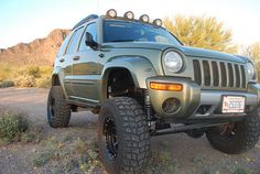 Lifted Solid Front Axle Jeep KJ Liberty Renegade offroad