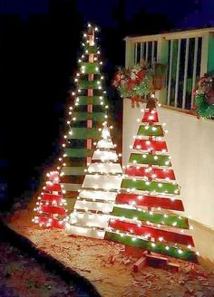 Everyone wants to have a beautiful decoration at Christmas. And outdoor Christmas decorations are not difficult to make. Outdoor Christmas decorations are easy to do with the many ingredients that … Wooden Pallet Christmas Tree, Outdoor Christmas Tree Decorations, Creative Christmas Trees, Diy Christmas Lights, Christmas Wood, Simple Christmas, Palette Christmas Tree, Christmas Signs, Christmas Ideas