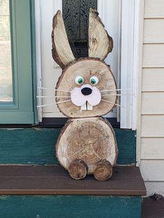 Winter Wood Crafts, Wood Log Crafts, Wooden Christmas Crafts, Wood Slice Crafts, Christmas Deco, Holiday Crafts, Easter Projects, Easter Crafts, Wood Animal