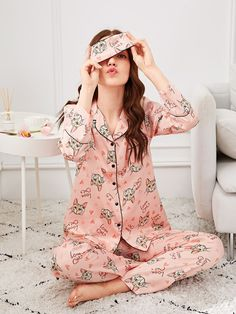 Shop Allover Cat Print Pajama Set With Eye Mask online. SHEIN offers Allover Cat Print Pajama Set With Eye Mask & more to fit your fashionable needs. Pajama Party, Pajama Set, Pink Fashion, Fashion Outfits, Estilo Cool, Night Suit, Cute Pajamas, Pajamas Women, Collar Styles