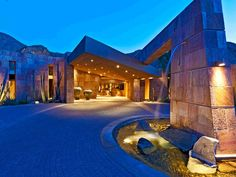 Driveway Features: Contemporary Desert Mansion in California