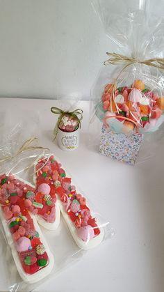 LOS DETALLES DE BEA: Madre no hay más que una ...Y tan dulce ninguna!! Candy Bouquet Diy, Diy Bouquet, Candy Gift Box, Marshmallow Treats, Candy Cakes, Happy Pills, Birthday Crafts, Candy Store, Frozen Party