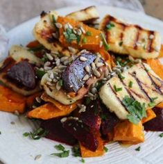 Beetroot, pumpkin haloumi salad, is delicious and looks just as impressive as a restaurant dish. It has enough gorgeous ingredients to make everyone happy Pumpkin And Beetroot Salad, Beetroot Ideas, Beetroot Recipes Salad, Salad Recipes, Roast Pumpkin Salad, Beet Salad, Instapot Vegetarian Recipes, Vegetable Recipes, Healthy Recipes