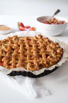 Mansikka-raparperipiirakka - Leivontablogi Makeaa Waffles, Breakfast, Food, Morning Coffee, Essen, Waffle, Meals, Yemek, Eten