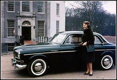 Nederländska prinsessorna Irene och Beatrix ser ut att vara förtjusta i Saab 93 1957. 1963 åkte prinsessan, numera drottning Beatrix, en ...