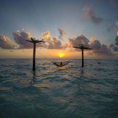 the world was a mess but his hair was perfect Maldives Beach, Ocean Beach, Beautiful Sky, Beautiful Places, Summer Of Love, Cool Pictures, Sunrise, Landscape, Instagram Posts