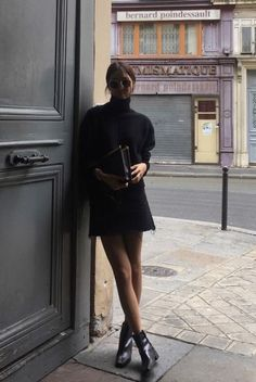 Cashmere turtleneck dress - all black outfit Looks Street Style, Looks Style, Style Me, Mode Outfits, Fall Outfits, Fashion Outfits, Casual Outfits, Black Outfits, Dress Fashion