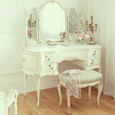 Gorgeous antique vanity! I would love to find one of these and make it my own one day!!