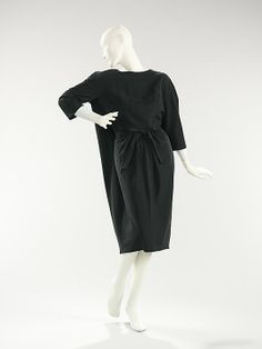 Dress.  House of Balenciaga  (French, founded 1937).  Designer: Cristobal Balenciaga (Spanish, 1895–1972). Date: fall/winter 1957. Culture: French. Medium: silk. Dimensions: Length at CB: 39 in. (99.1 cm).
