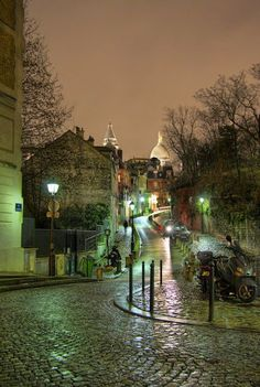 Road to Sacre Coeur -Paris