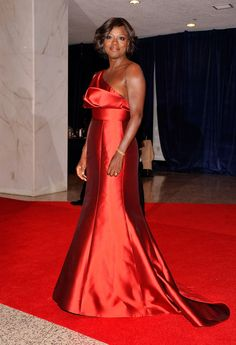 Covered up for the president: Kim Kardashian plays it demure in high-necked green gown for star-studded White House Correspondents' Dinner White House Dinner, White House Correspondents Dinner, Green Gown, Floor Length Gown, Country Fashion, Viola Davis, Lady In Red, Strapless Dress Formal, Celebrity Style