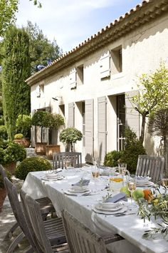 Al Fresco! French country life in Provence Outdoor Rooms, Outdoor Dining, Outdoor Decor, French Country House, French Farmhouse, Country Life, Country Patio, Country Farmhouse, Country Decor