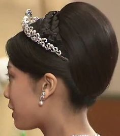 Princess Noriko of Takamado's Pearl & Diamond Wave Tiara made by Mikimoto in 2008 Royal Hairstyles, Tiara Hairstyles, Royal Tiaras, Tiaras And Crowns, Royal Crowns, Plus Size Jewellery, Body Necklace, Moon And Star Ring, Women Lawyer