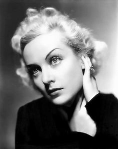 Such a strikingly beautiful portrait of Carole Lombard. #vintage #actress #movies