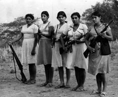 Women guerrillas of the FMLN in El Salvador. Photo by: las.arts.ubc.ca/....