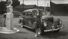 50 Fascinating Vintage Photos of People Posing With Their Family Cars in the Early 20th Century