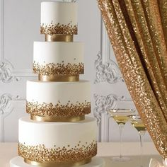 wedding cakes gold Sequins on a cake - yes, please! These edible little accessories bring a white wedding cake to life. Gold looks so stylish against white and we could picture this at a glamorous wedding. Click through for more gold wedding cake ideas. Beautiful Wedding Cakes, Beautiful Cakes, Amazing Cakes, Glamorous Wedding, Luxury Wedding, Best Wedding Cakes, Winter Wedding Cakes, Dream Wedding, Elegant Wedding Cakes