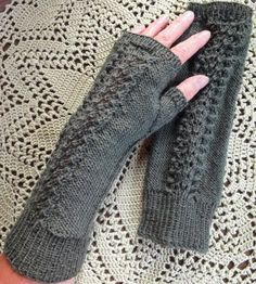 Knit Socks, Knitting Socks, Handicraft Ideas, Fingerless Mittens, Knit Or Crochet, Arm Warmers, Diy And Crafts, Lace, Fashion