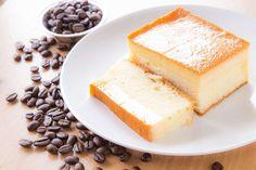 Les ingrédients : 4 œufs 150g de sucre 1 cuillère à soupe d'eau 125g de beurre 115g de farine 50 cl de lait 1 pincée de sel 1 gousse de vanille Quelques gouttes de citron Préparation : -Faire fondre le beurre à la micro-onde puis le réserver pour qu'il devient tiède -A feu doux, faire chauffer le …