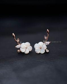 CZ oído chaqueta, chaqueta del pun ¢ o de oído, chaqueta de oro oído, Floral simples y únicas perla Shell flores pendientes, pendientes de perlas