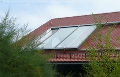 Unser großflächiges Dachfenster beim Öffnungsvorgang. Bei dieser Dachfenstergattung können auf Wunsch ebenfalls Stufenisolierglasscheiben verbaut werden.