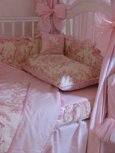 <3 Ooh, pink toile for the baby! Oh my goodness. TFS