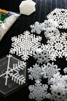 Snefnug af perler, til juletræet, gaveindpakningen eller pynt i dekorationerne :-)