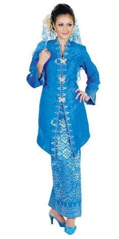 Discover recipes, home ideas, style inspiration and other ideas to try. Hijab Casual, Hijab Simple, Muslim Fashion, Hijab Fashion, Batik Dress, Kimono, Batik Blazer, Casual Beach Outfit, Kebaya Dress
