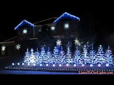 "This Family Set Their Epic Christmas Lights Display To ""Let It Go"" From ""Frozen"". You need to see this!!!!! It's epic!"