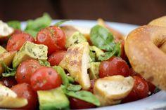 brezel-salat-mit-tomate-avocado3 brezelsalat
