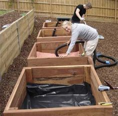 How to make the wonderful wicking beds.