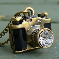 Steampunk MAGICAL Camera Necklace ... perfect for @Erin B B Myers !