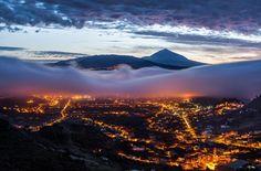 El Teide of Pico del Teide is de grootste vulkaan van het eiland Tenerife, een van de Canarische Eilanden