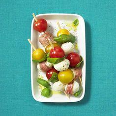 Unser beliebtes Rezept für Mozzarella-Caprese-Spieße und mehr als 55.000 weitere kostenlose Rezepte auf LECKER.de.