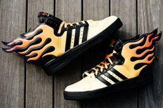 Jeremy Scott - Adidas con alas en llamas