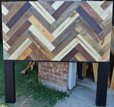 Chevron Patterned Pallet Headboard